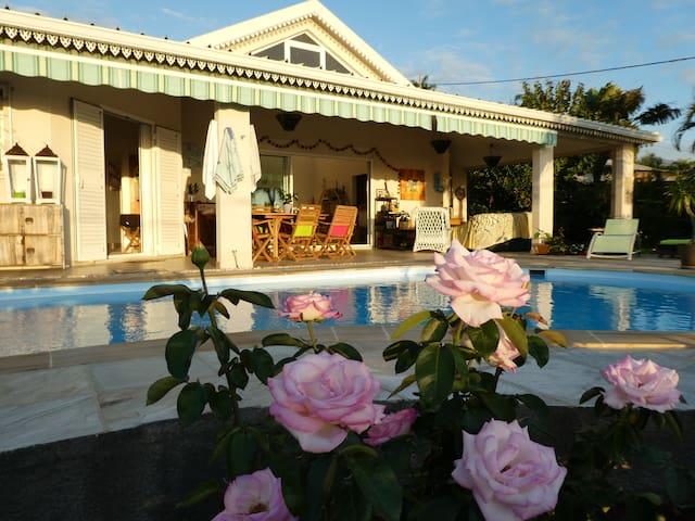 Belle chambre avec piscine,terrasse et vue mer