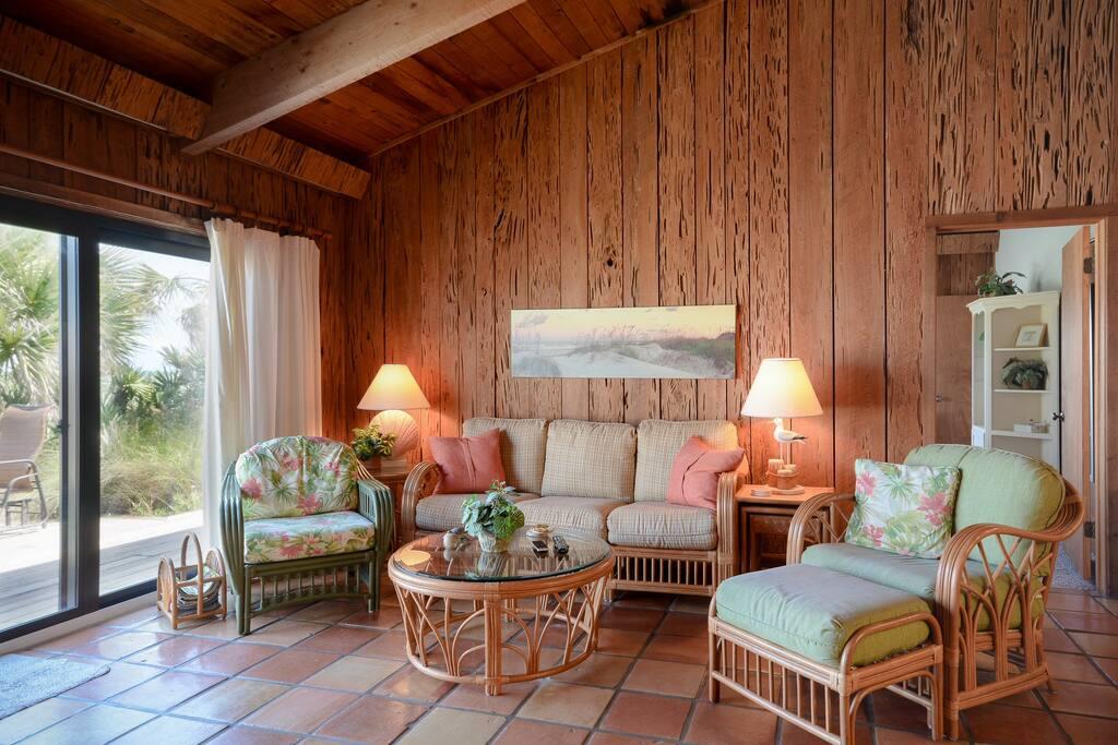 Chair,Furniture,Indoors,Room,Bedroom