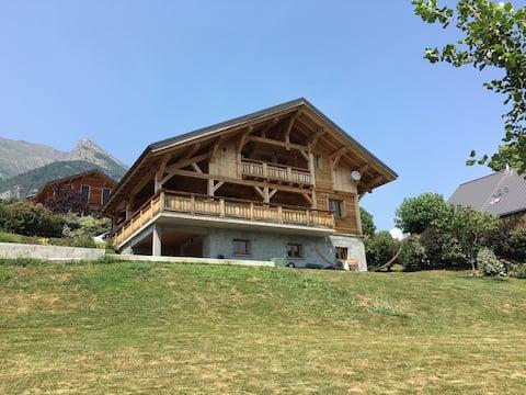 Chambre privée dans chalet au pied des montagnes