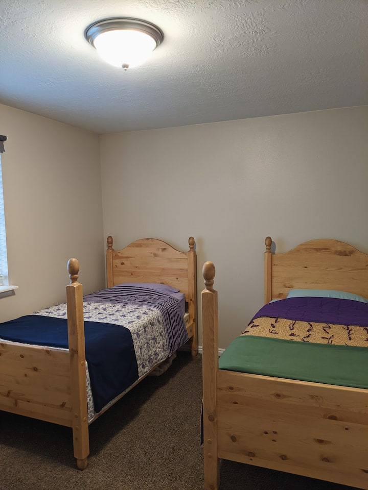 Twin Room near downtown and airport Salt Lake