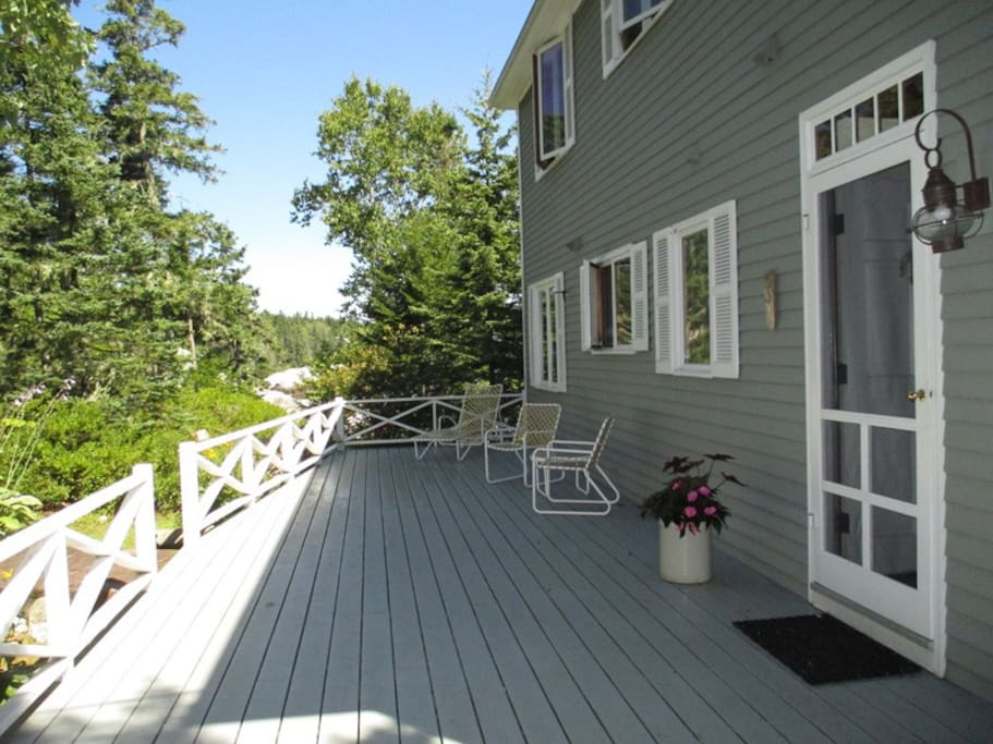 A view of the back deck welcoming you Ledgemere