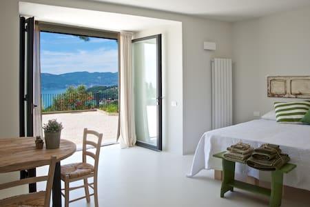 Camera in Villa con incantevole vista sul mare - เลริชิ