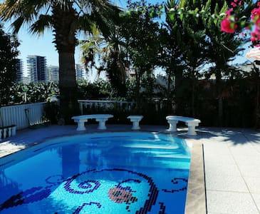 Charmante Villa mit Privatpool und Garten