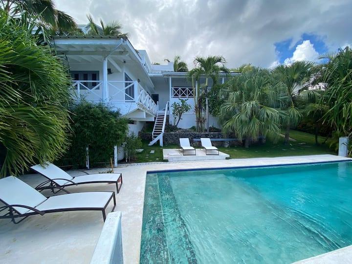 Spectacular Cozy Sea View Staffed Villa