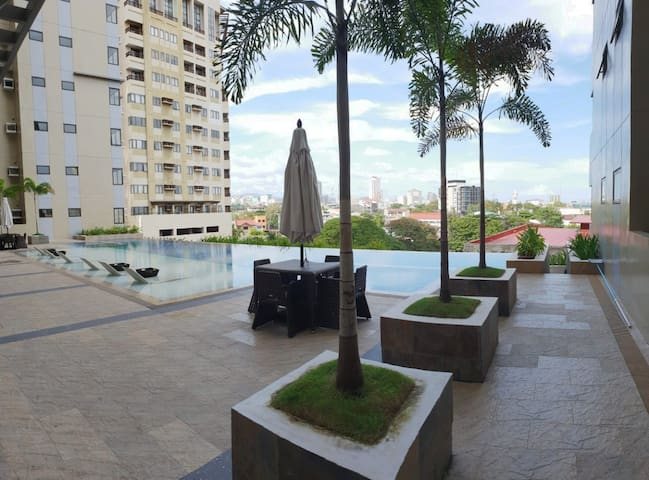 Mabolo Condo | FREE Parking, WIFI, Near Ayala & SM