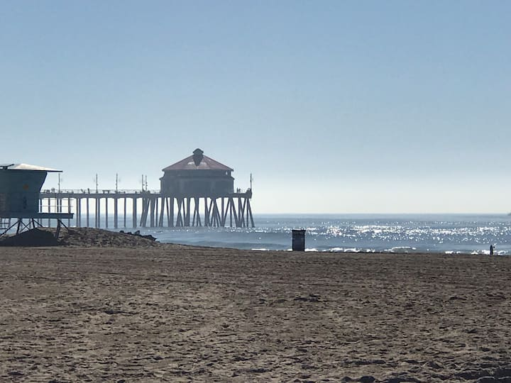 Huntington Beach Pier and Downtown walk distance