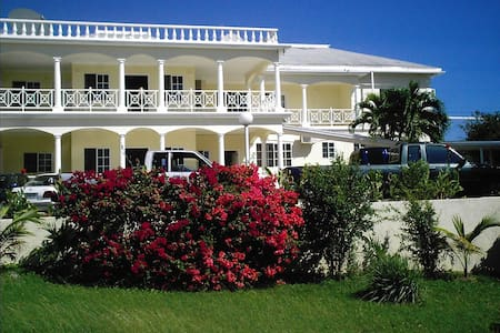 southview hotel/hostel - Treasure Beach - Bed & Breakfast