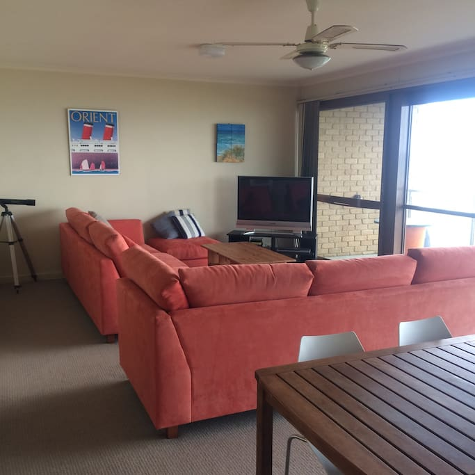 """Lounge room 42"""" TV, wifi, direct access to balcony overlooking the beach"""
