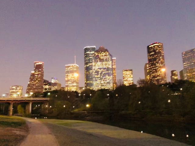 Private, Entire Floor Suite Steps to Buffalo Bayou