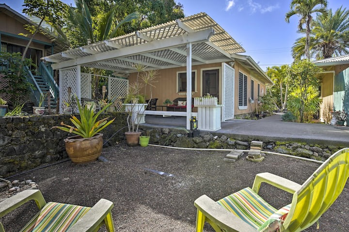 Kona Area Cottage ~ 4 Miles to Magic Sands Beach!