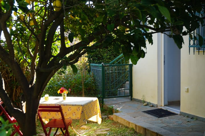 Cosy guest house, private yard, close to the beach