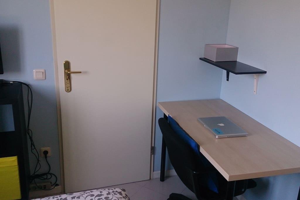 tu habitación / your room (ii)