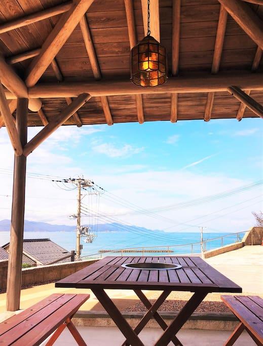 テラスから夕日ケ浦海岸が見渡せます。 Patio. Open to Yuhigaura beach.