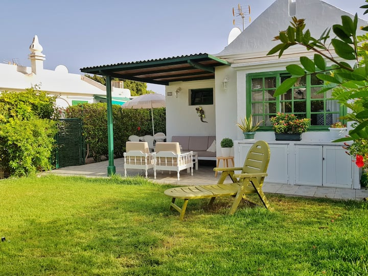 Cosy Bungalow with private garden.