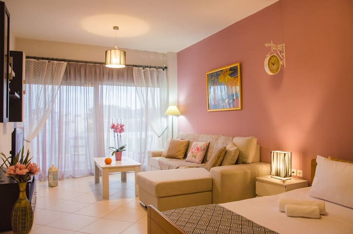 Fancy, ideally-located apartment in Chania