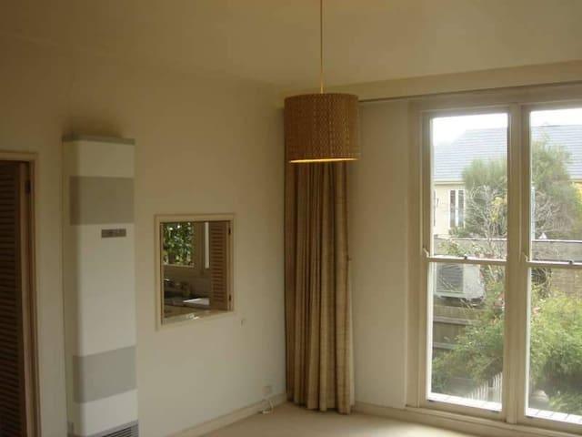 Cosy Hideaway - Kew - Apartamento
