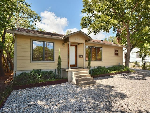Sparkling clean, lovely home in downtown Austin!