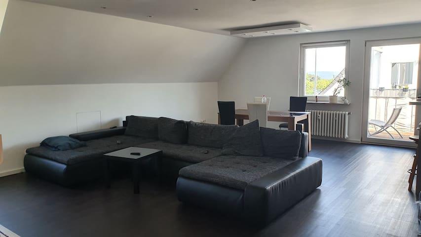 Moderne große Wohnung hochwertig eingerichtet