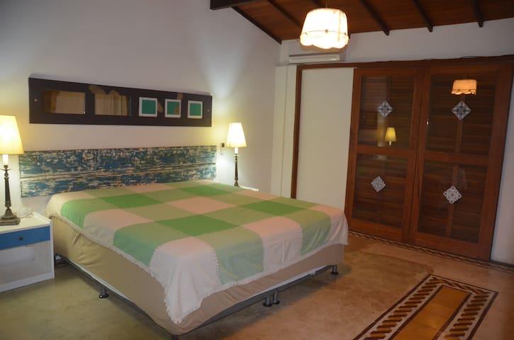 Suite com varanda (Casa Mameluco)