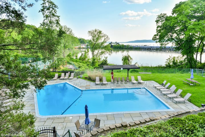 Westchester Waterfront Property (501 Kemeys Cove)