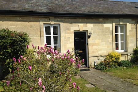 Attactive Bath stone lodge conversion - Devizes