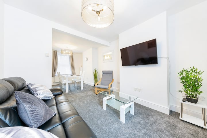 Cozy 2 Bedroom House in the heart of Bristol