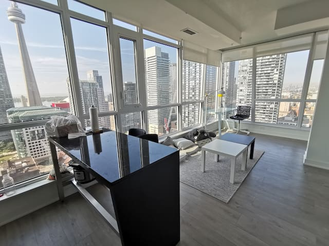 Toronto DT 1br1bth with parking