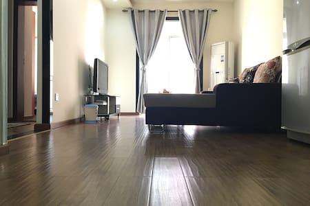商业繁华区临江全新精装一室两厅公寓 - 泸州市