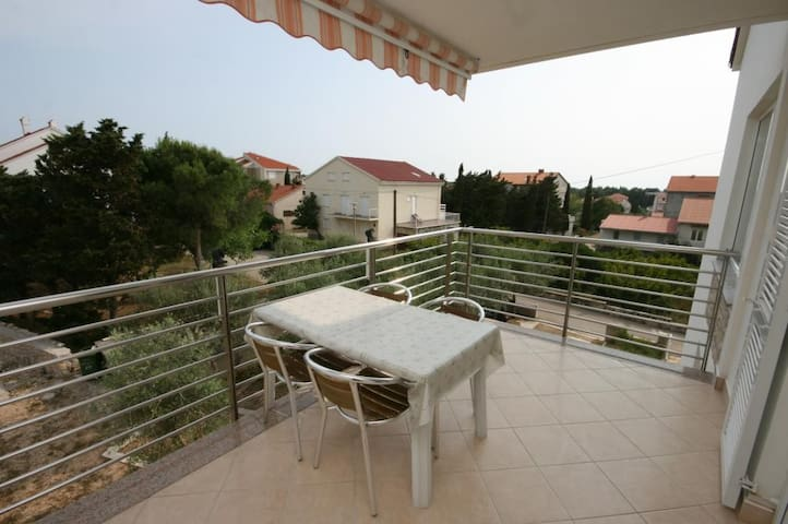 One bedroom apartment with terrace Novalja (Pag) (A-6398-f)