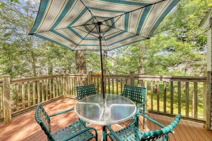 Walk downtown & to the beach! Family home w/ boogie boards, toys & more!