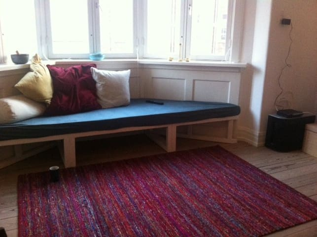 Lovely bright apartment in quiet street