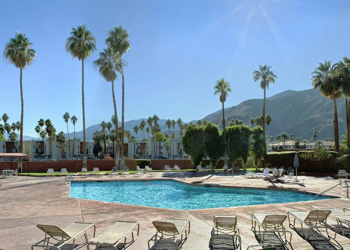 Intimate Suite One Bedroom At Palm Springs