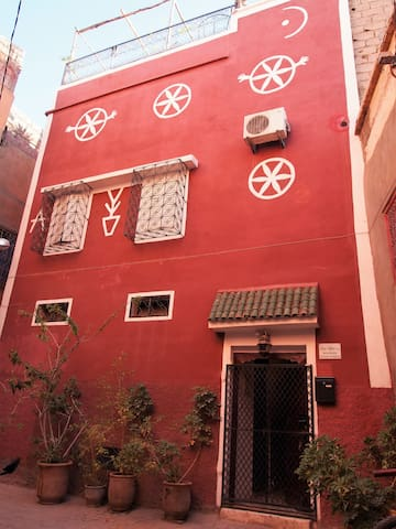 14 derb Gnaoua, Dar Tiflet, façade berbère d'origine
