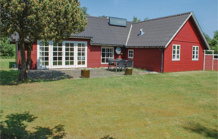 Holiday cottage with 2 bedrooms on 89m² in Ebeltoft