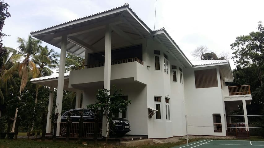 white house - Narangoda Paluwa - House