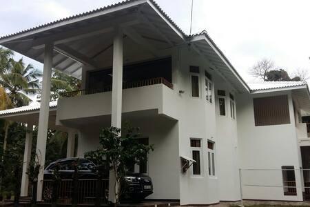 white house - Narangoda Paluwa - 一軒家