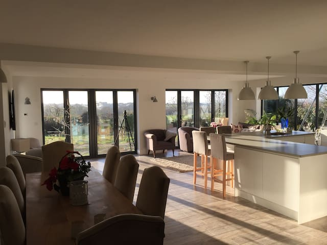Luxury modern 5 bedroom detached home with views - Cheltenham