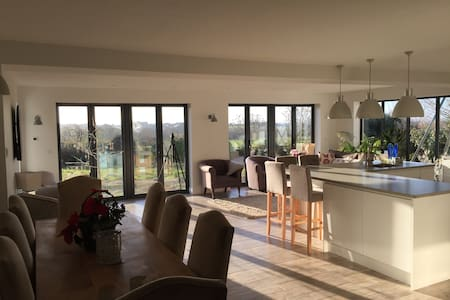 Luxury modern 5 bedroom detached home with views - Cheltenham - Σπίτι