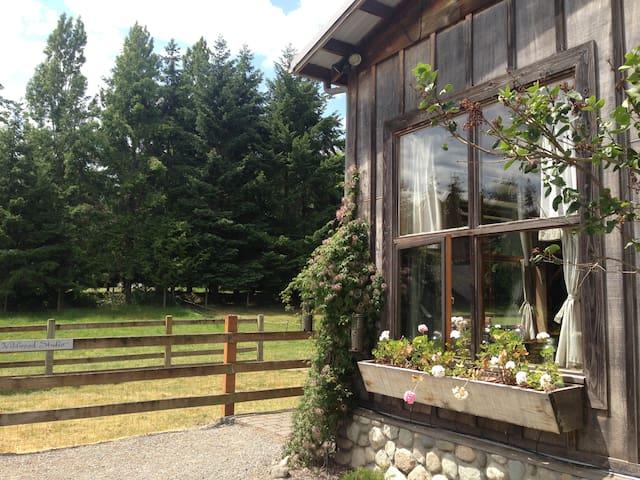 Wildwood Studio  Farm Stay - Pet Friendly