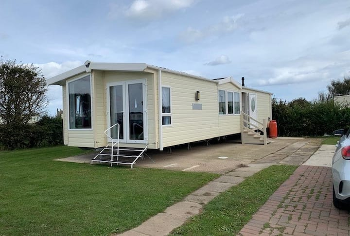 Brilliant 6 berth caravan for hire on Skipsea Sands holiday park ref 41037NF
