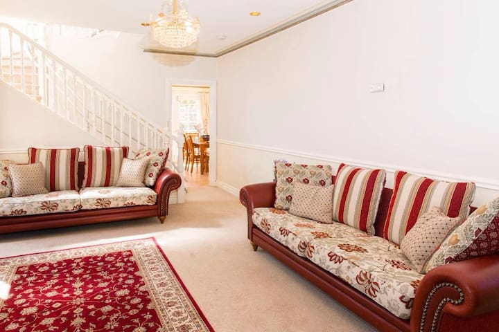 Bedroom with balcony close to city - East Launceston - Departamento