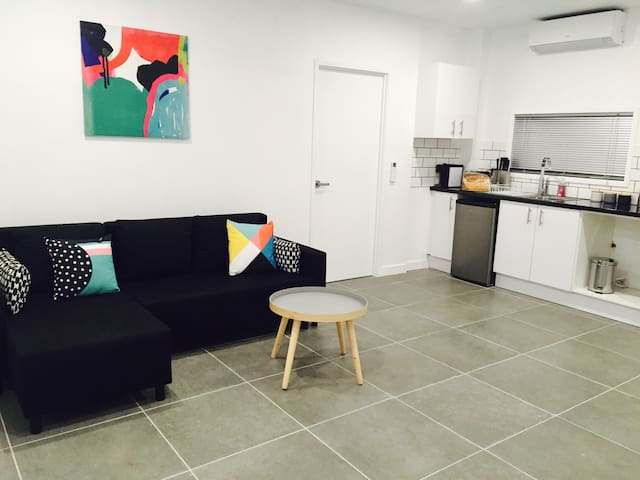 Brand new fully contained apartment - Upper Mount Gravatt - Huoneisto