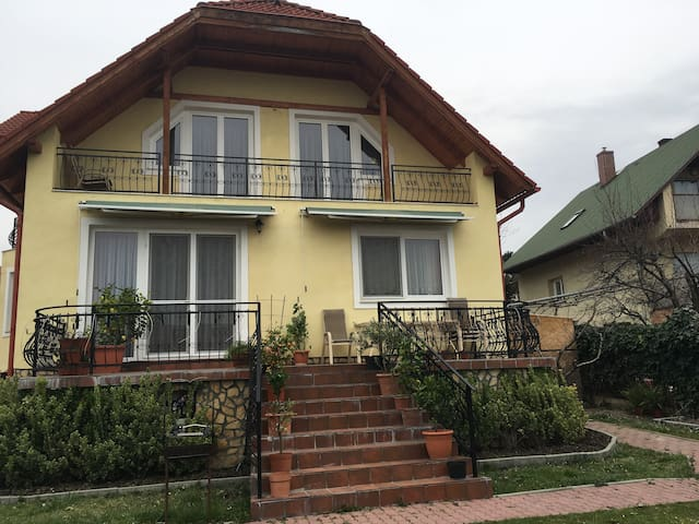 Lake-view family house includes breakfast Rm#202 - Balatonfüred - House