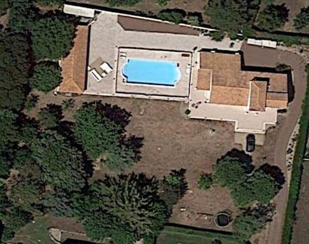 Villa avec jacuzzi près des plages et au calme