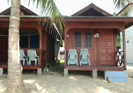 PERMAI CHALET TIOMAN - Mersing, Pahang, MY - スイス式シャレー