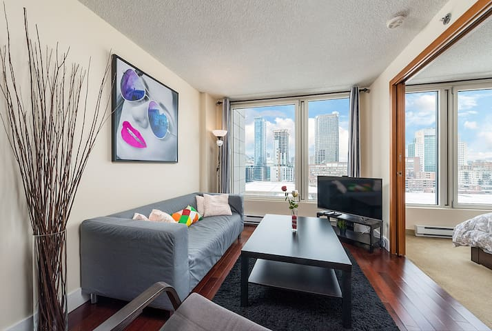1 BR Spectacular LUXURY Condo Old Montreal