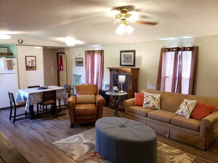 Route 66 Cozy County Stay and Work Space