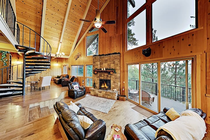 Bird's Nest - Mountain Gem with Hot Tub, Game Room