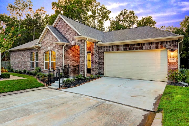 Gorgeous 3/2/2 home in Friendswood (SE of Houston)