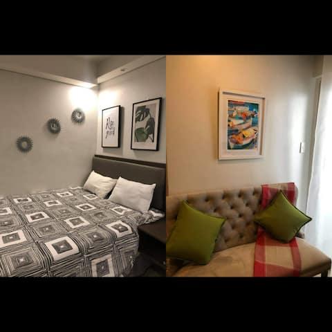 A2J Luxury Balcony BGC Suite Near SM AURA Taguig